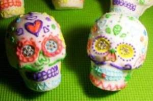 sugar skulls 300x198 Sugar Skull Sculpting for a Haunting Halloween